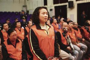图为王紫绮7日在重庆五中院大审判庭