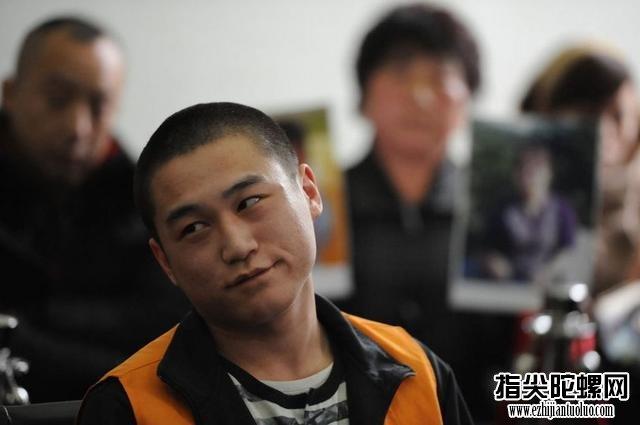 一心求死的20岁杀人犯,家属要求必须死刑,法庭上微笑受审求死!